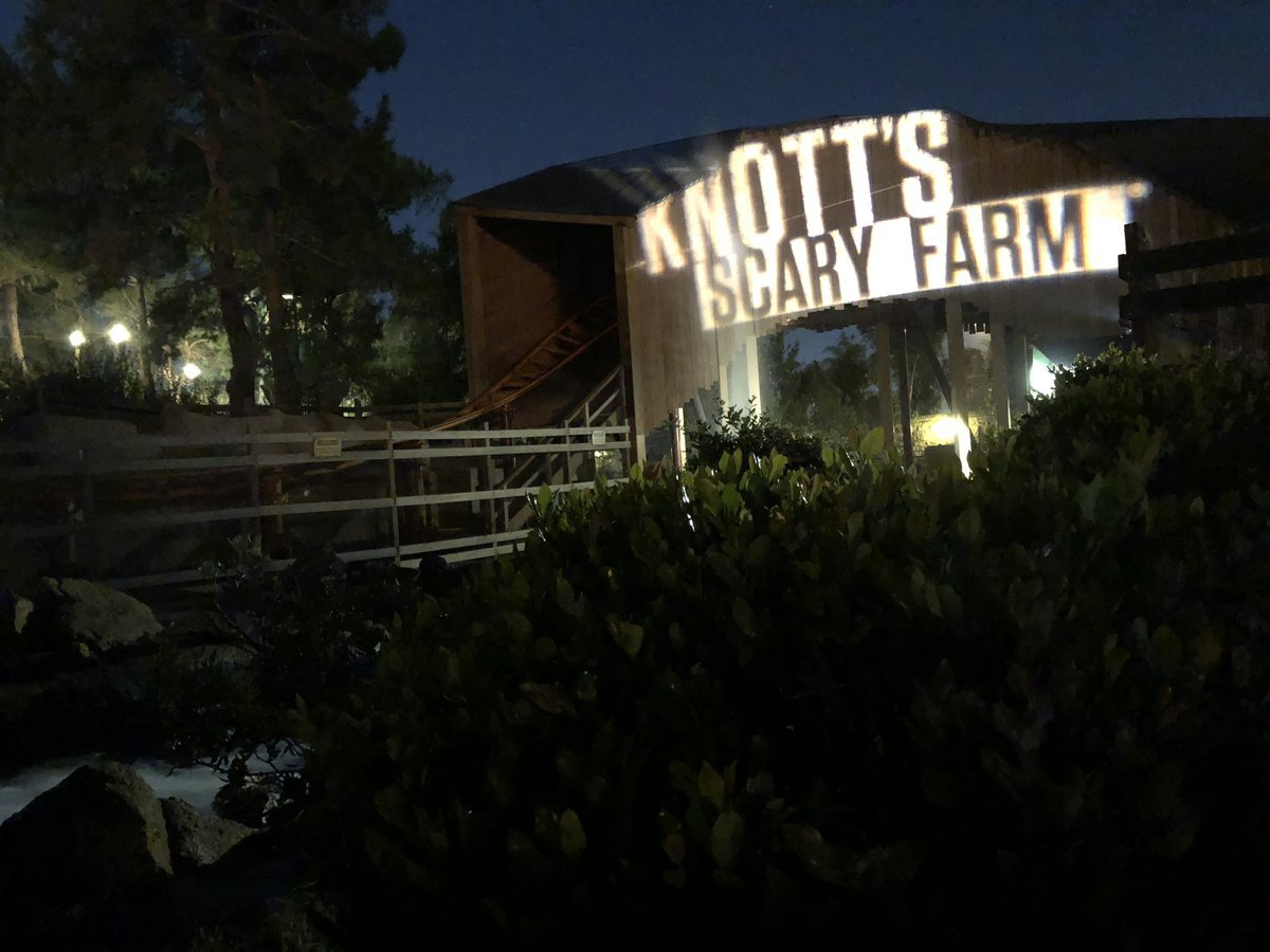 knotts scary farm halloween haunt 2018 orange county buena park theme park haunts